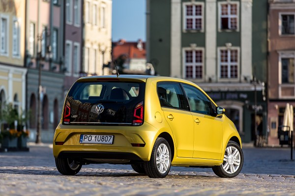 Volkswagen up!              1.0 cross 75KM