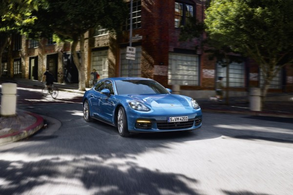 Porsche Panamera              Turbo Executive 550KM